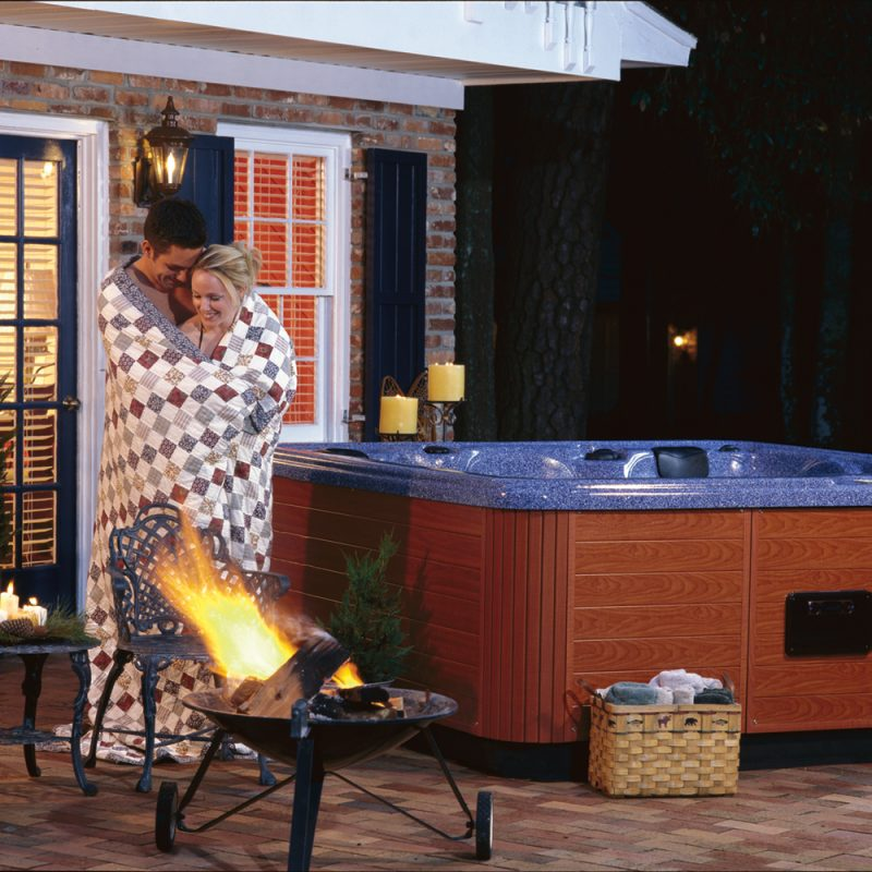 outdoor jacuzzi tub